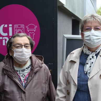 Nathalie et Marie-Thérèse sont venues déposer des encombrants dans le local