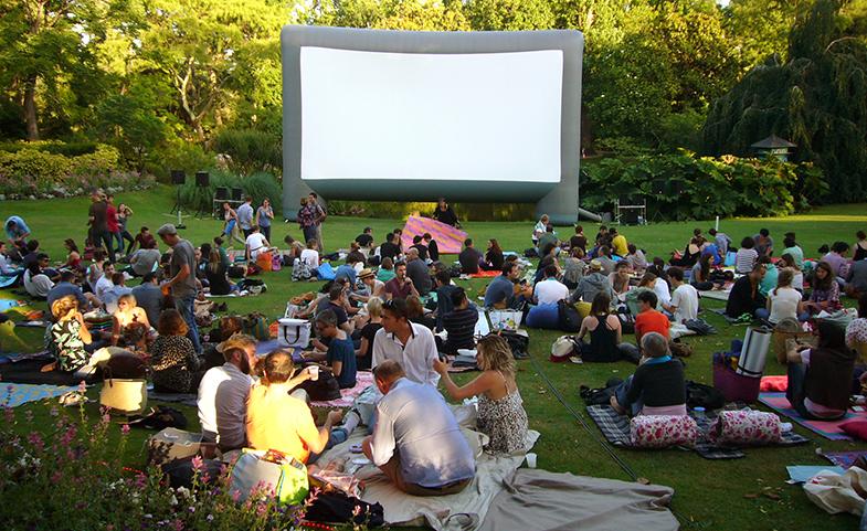Aux heures d'été - Cinéma de plein-air